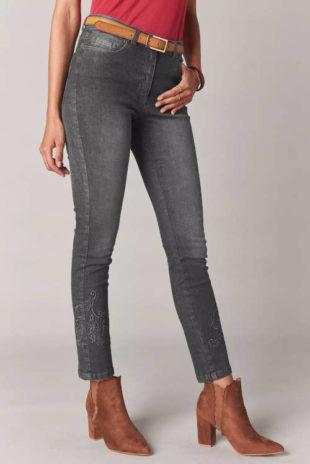 Dámske džínsy s interesantnou výšivkou v šedom prevedení