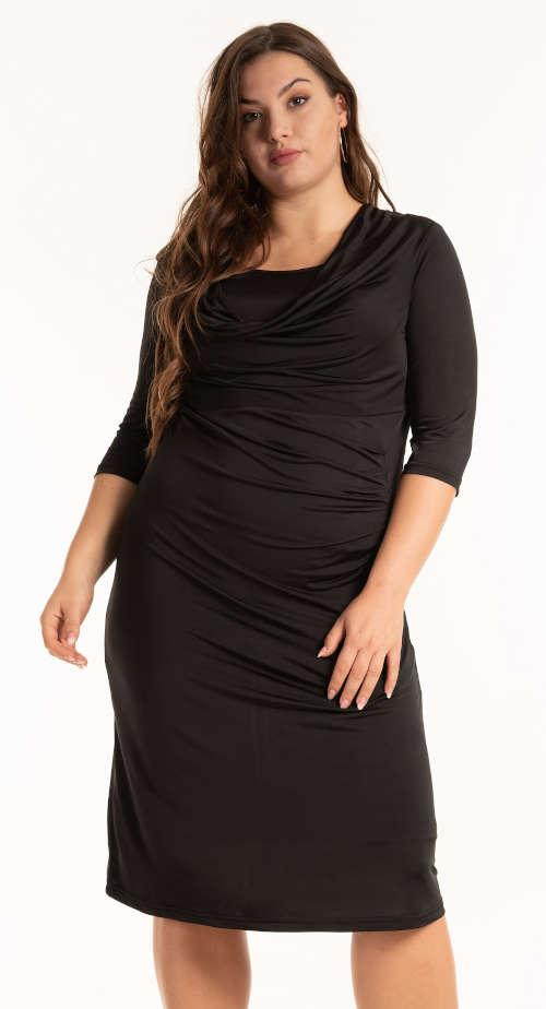 Dámske puzdrové šaty s riasením v čiernom prevedení