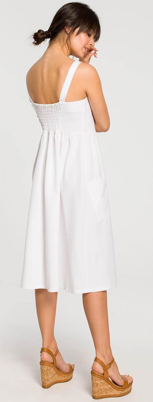 Jednofarebné biele šaty na leto