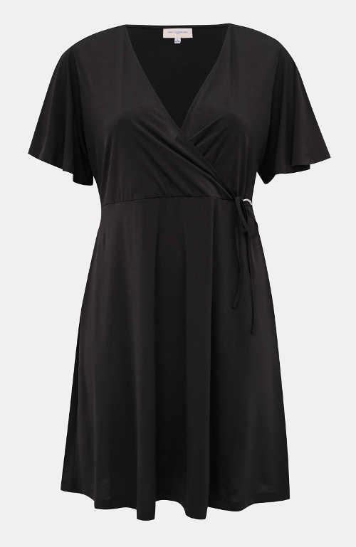 Jednofarebné čierne šaty zavinovacieho strihu