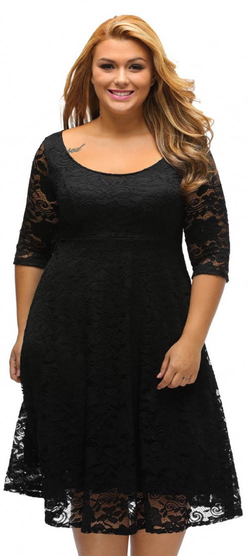 Čipkované čierne šaty pre plnšie tvary