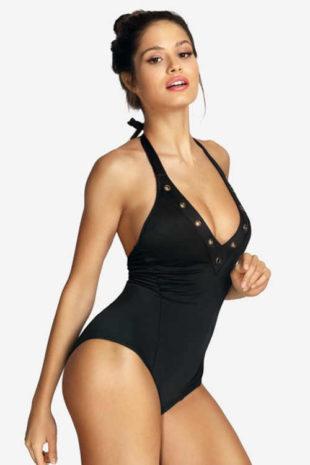Moderné čierne jednodielne plavky s vyberateľnými vypchávkami