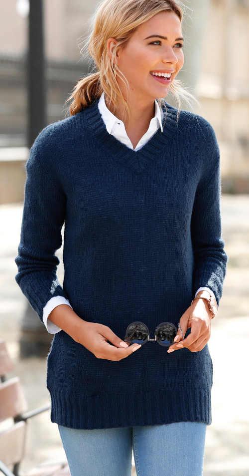 Tmavomodrý dámsky sveter s vreckami