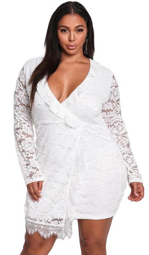 Biele čipkované mini šaty s dlhými rukávmi